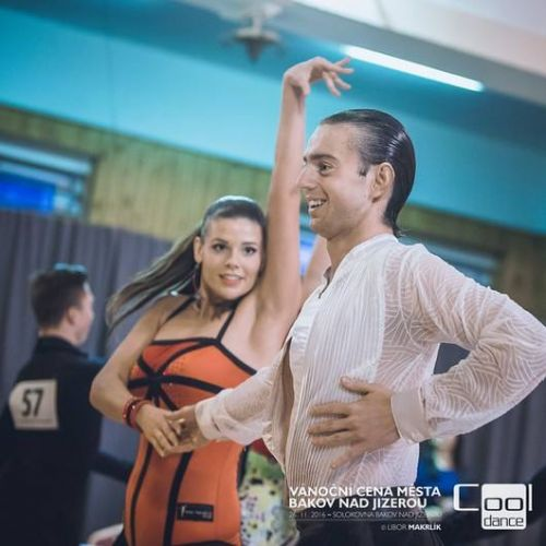 NOVINKA LATINO DANCE VE STUDIU ACRO-DANCERS